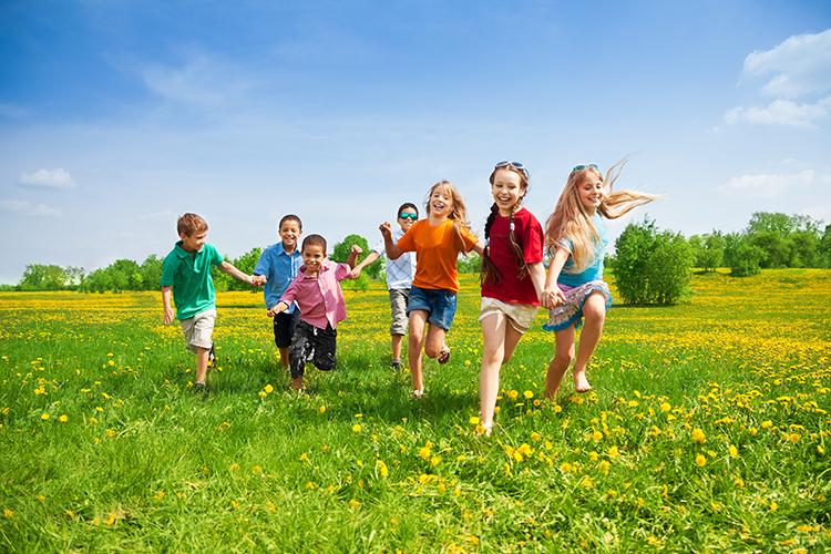 Otroci na travniku