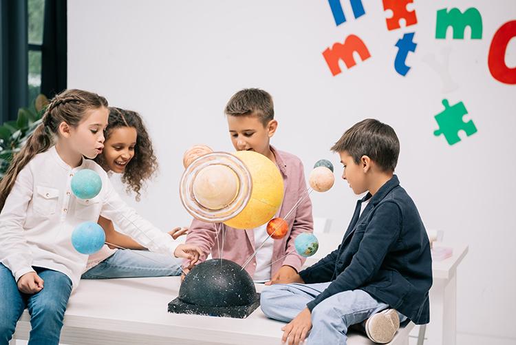Prikaz planetov v učilnici